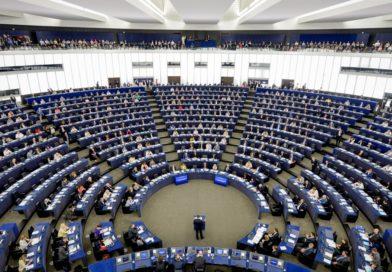 """Parlament Europejski przegłosował """"opcję atomową"""" wobec Polski"""