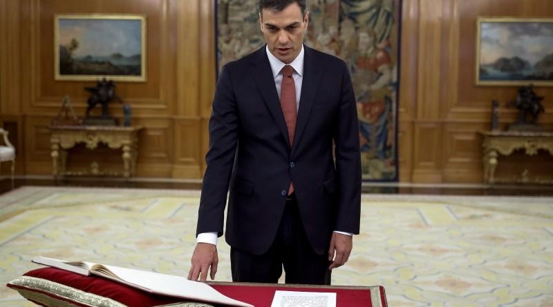 Premier Pedro Sanchez podczas zaprzysiężenia