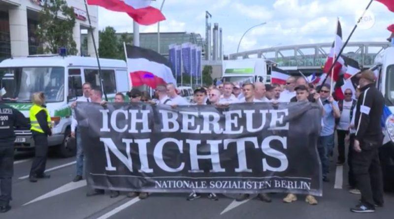 Berlin: Marsz neonazistów w 31. rocznicę śmierci Rudolfa Hessa