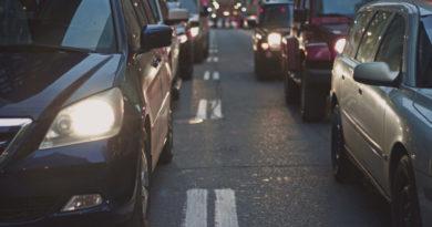 Posłowie Konfederacji chcą bronić praw kierowców