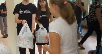 Młodzież Wszechpolska przekazała wyprawkę szkolną dzieciom