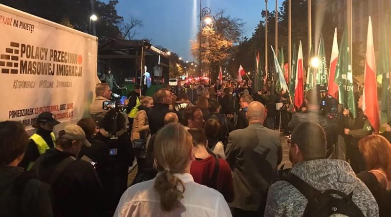"""Manifestacja """"Polacy przeciw masowej imigracji"""" pod Kancelarią Premiera"""