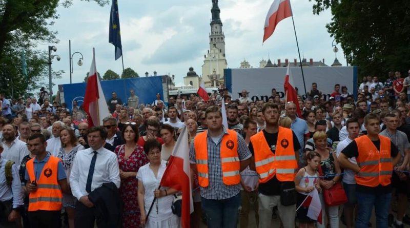 Narodowcy i Katolicy powstrzymali Paradę LGBT przed wejściem na Jasną Górę [WIDEO]