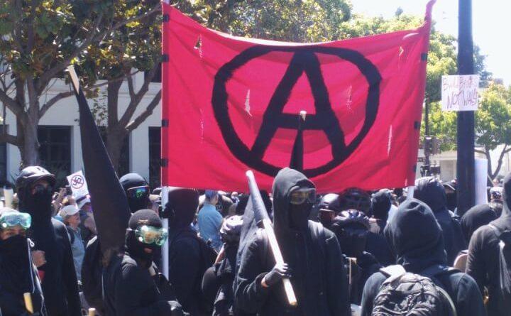 Niemiecka Antifa zaatakowała autobus z chorymi na raka, myśleli że to biznesmeni