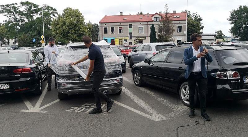 24 marca 2019 roku Prezydent miasta Sieradz, Paweł Osiewała potrącił swoim samochodem 79-letnią kobietę, po czym odjechał z miejsca zdarzenia, nie udzielając pomocy potrąconej kobiecie. Policja zakwalifikowała to jako kolizję i wystawiła Prezydentowi mandat w wysokości 300zł. Dziś, pod Urzędem Miasta Sieradza Michał Kołodziejczak, prezes partii Prawda zorganizował manifestację, na której dobitnie wyraził swoje zdanie na ten temat.