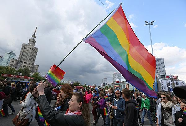 Władze Olsztyna blokują legalny marsz kosztem nielegalnego marszu LGBT