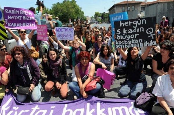 Podczas Kongresu Kobiet łamano prawa kobiet! – Codziennik Feministyczny alarmuje