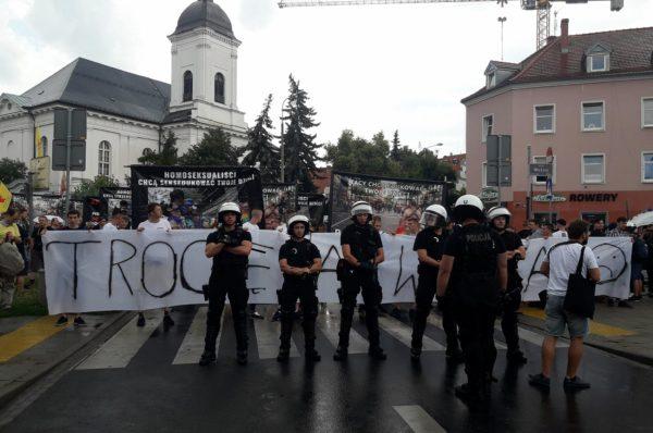 Marsz Równości w Poznaniu zmuszony do zmiany trasy! – Blokada Narodowców i Pro-Life