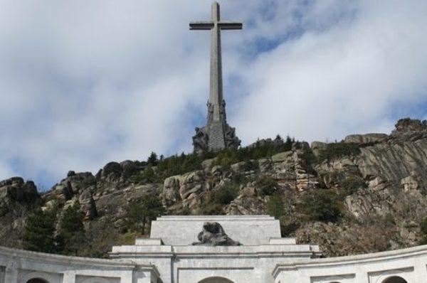 Skandal! Hiszpańska Lewica usunie zwłoki gen. Franco z Doliny Poległych