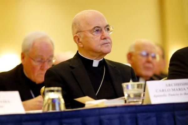 Arcybiskup Vigano opuszcza Włochy. Historia opublikowanego listu