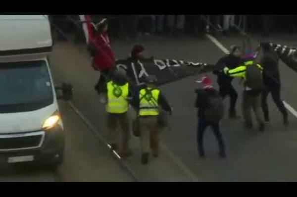 Szybka akcja Straży Marszu Niepodległości [WIDEO]