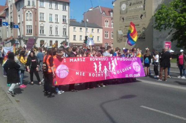 Setki Bydgoszczan sprzeciwiło się Paradzie Równości – Kontry narodowców i kibiców oraz Marsz Normalności