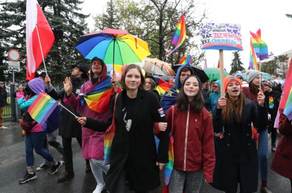 Tęczowy piątek nie odbędzie się – interweniowała Młodzież Wszechpolska