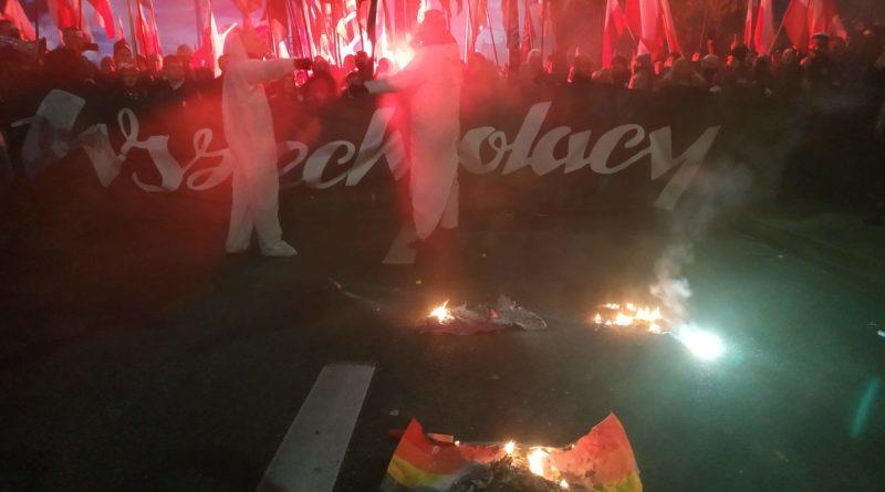 Marsz Niepodległości: Młodzież Wszechpolska spaliła flagi Unii Europejskiej i LGBT