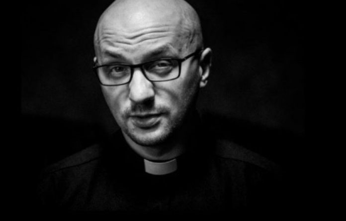 Ojciec Grzegorz Kramer z zakazem wypowiadania się za skandaliczny wpis o papieżu