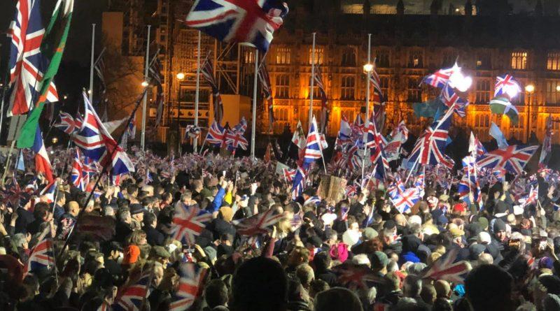 Tysiące patriotów na ulicach! Tak Brytyjczycy świętowali BREXIT [WIDEO]