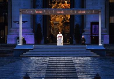 """""""Dlaczego się boisz? Nie masz wiary?"""". Rozważania papieża Franciszka na czas epidemii"""