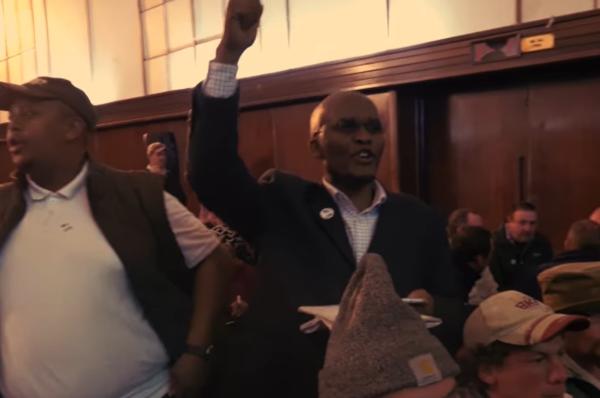 """""""Zabij Bura"""" – Młodzież Wszechpolska wypuściła zwiastun filmu o sytuacji białych w RPA"""
