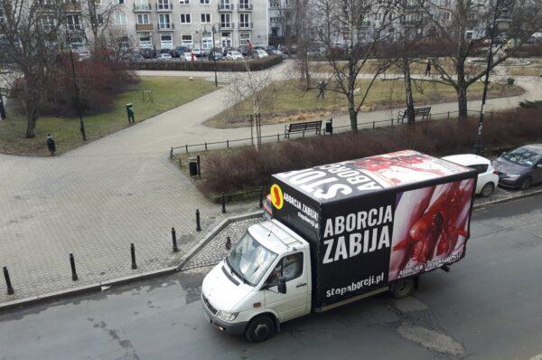 Samochód Fundacji Pro zaatakowany przez bojówkarzy Antify
