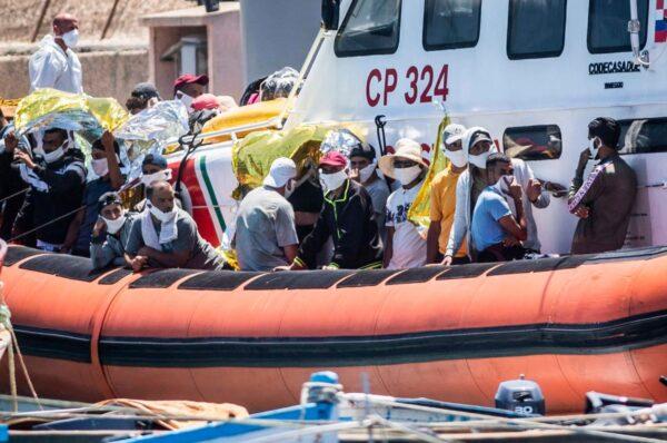 Problemy migracyjne we Włoszech. W ciągu roku liczba przybywających do kraju wzrosła o 148proc.