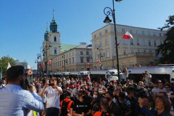 """""""Sprzeciw wobec rewolucji kulturowej to nasz obowiązek"""". W Warszawie odbyła się manifestacja przeciwko agresji LGBT"""