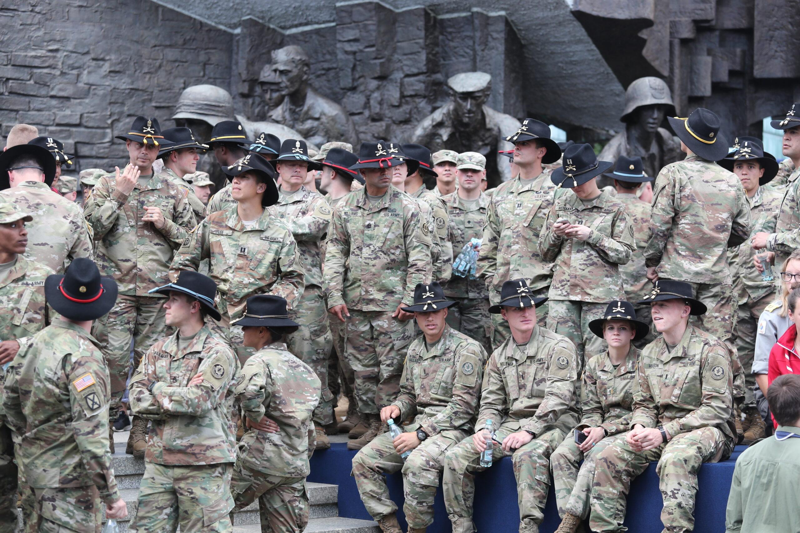 Wojska USA stacjonować będą w Polsce jak w kraju kolonialnym. MON opublikowało treśćumowy