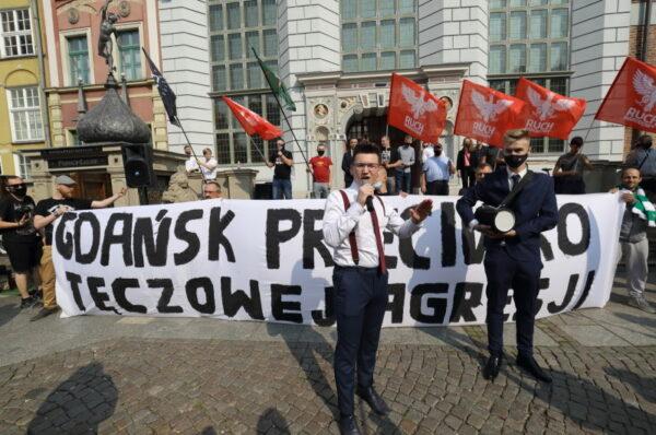 """Manifestacja Młodzieży Wszechpolskiej """"Gdańsk przeciwko tęczowej agresji"""" - Liczne kontry środowisk lewicowych [+FOTO]"""