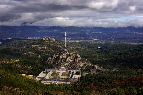 """Apel o obronę krzyża w Dolinie Poległych jako """"symbolu naszej cywilizacji"""""""