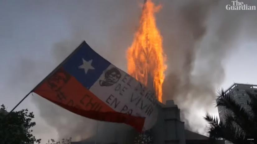 Antyrządowe protesty w Chile. Podpalono kościoły