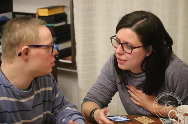 """""""Bez realnej pracy na rzecz niepełnosprawnych nic się nie zmieni"""". Wywiad z Zofią Kawałek"""