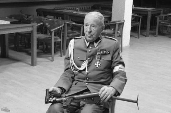 """Mjr Lucjan Deniziak """"Orzeł"""", ostatni żołnierz """"Burego"""" odszedł na wieczną wartę"""