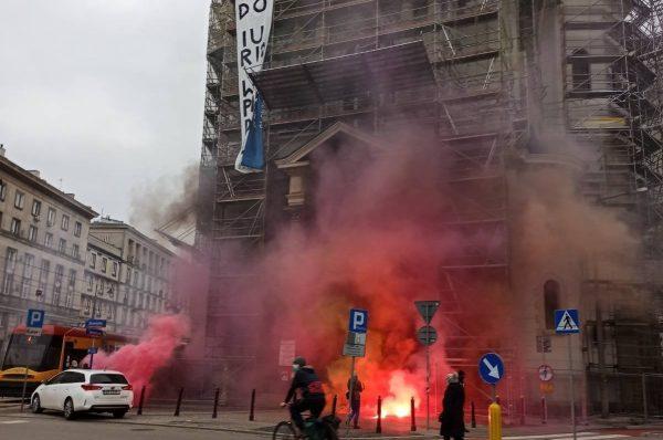 Anarchiści zaatakowali Kościół Najświętszego Zbawiciela w Warszawie