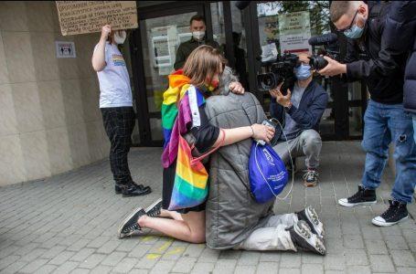 Aktywistka LGBT próbowała zakłócić modlitwę. Takiej reakcji się nie spodziewała