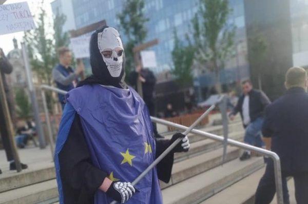 Młodzież Wszechpolska broni rolników i górników. Wystawiono symboliczne szubienice