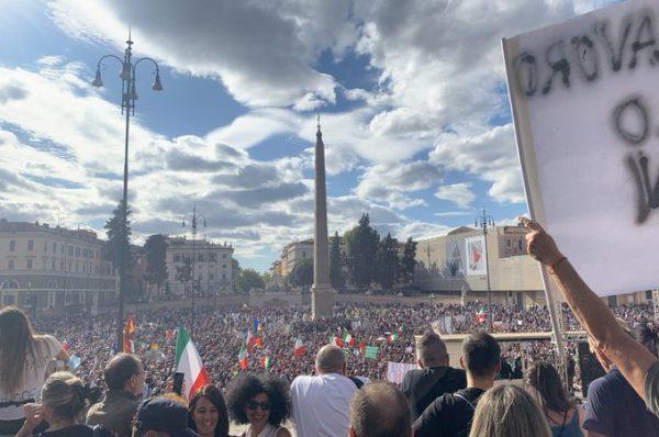 """Przywódcy Forza Nuova aresztowani po protestach w Rzymie. Do parlamentu trafił wniosek o delegalizację """"grup neofaszystowskich"""""""